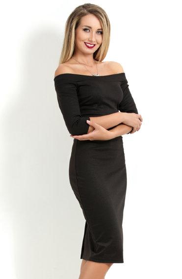 Платье с открытыми плечами с рукавами