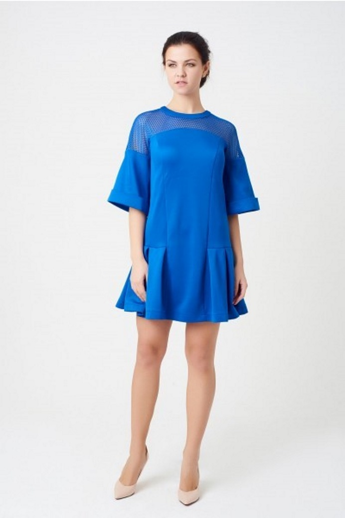 046c7f74e12 Длинное с прямоугольной кокеткой платье скрадывает высокий рост за счет  горизонтальной линии отреза над грудью. Модель с круглой кокеткой поможет  создать ...